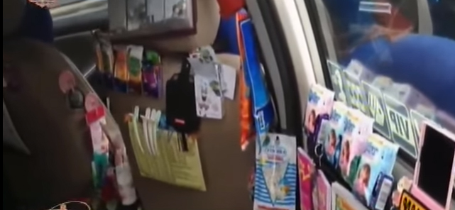 ของที่ถูกนำมาแจกภายในรถแท็กซี่